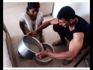 Akshay Kumar Makes Holi Special By Making 'Thandai' (Pic)