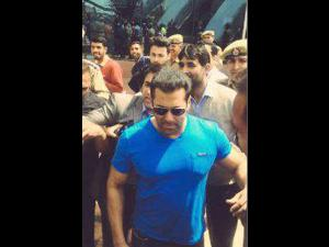 Salman Lands At Srinagar To Finish Off Bajrangi Bhaijaan