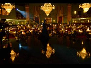 How Many People Remained On Bombay Velvet Sets All The Time?