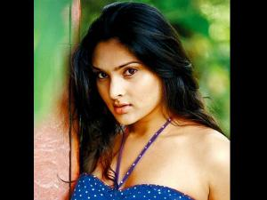 WOW! Sandalwood Queen Ramya Back In Bangalore