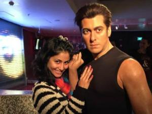 Hina Khan Poses With Salman Khan!