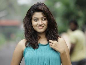 Oviya Set To Appear On BB Tamil 2 Again!