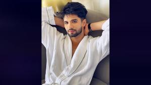 Zeeshan Khan Travels In A BATHROBE From Goa To Mumbai
