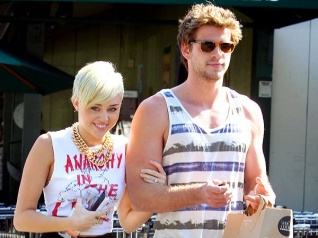 SHOCKING! Miley Plans To Marry Liam Without His Knowledge!