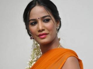 Poonam Pandey To Make Kannada Debut!