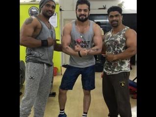 Yeh Hai Mohabbatein's Karan Patel Shows Off His Biceps