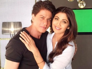 Shilpa Poses With Her First B'wood Hero Shahrukh Khan!