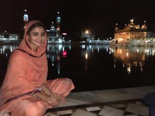 Alia Bhatt visits the Golden Temple In Amritsar!