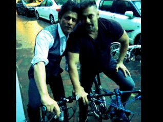 Pic Of The Day: SRK & Salman Spotted Cycling Together!