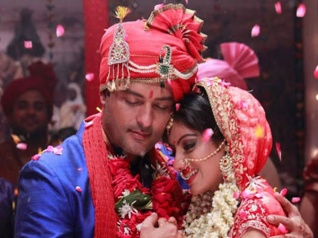DABH Completes 5 Years; Celebration Time On The Sets! [PICS]