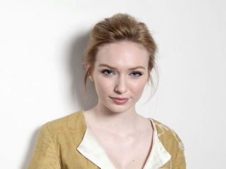 Eleanor Tomlinson Is All Praises For Jennifer Lawrence