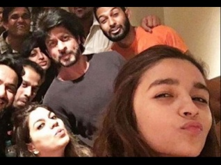 Alia Bhatt Talks About Shahrukh Khan's Role In Dear Zindagi!