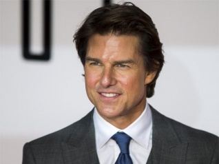 Tom Cruise Carries His Gym To Everywhere He Travels