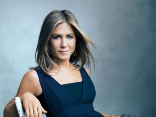 Jennifer Aniston Thanks Her Father For Flawless Skin