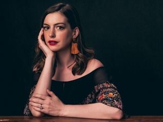 Hathaway Wants To Stay At Home With Her Baby