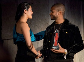 Priyanka Chopra Meets R&B Star Usher At The InStyle Awards!