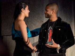 Priyanka Chopra Meets R&B Star Usher At The InStyle Awards!