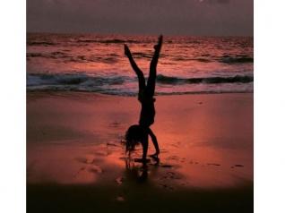 OMG! Lisa Haydon's Beach Flip Will Give You Fitness Goals