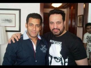 Salman Khan's Bodyguard Shera Threatens A Man At Gunpoint!