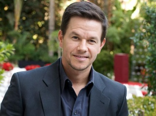 Wahlberg Says Celebrities Shouldn't Talk About Politics