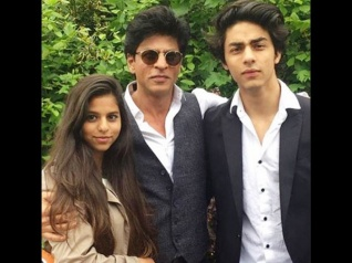How Aryan Reacts After Seeing Shahrukh Romancing Actresses