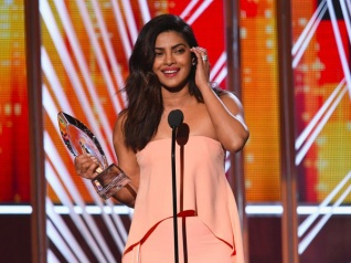 Priyanka Chopra Wins People's Choice Awards 2017