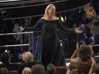 Meryl Streep Receives Standing Ovation At The Oscars