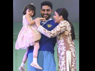 Aaradhya's Special Gift To Aishwarya & Abhishek Is Adorable!