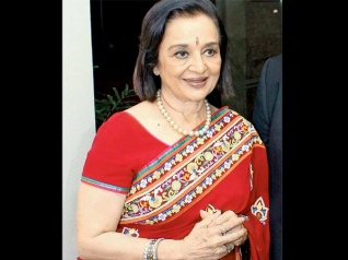 This Superstar Will Release Asha Parekh's Autobiography