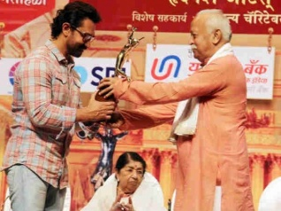UNBELIEVABLE! Aamir Attends An Award Function After 16 Years