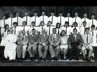 Can You Guess Where Vinod Khanna Is In This School Picture?
