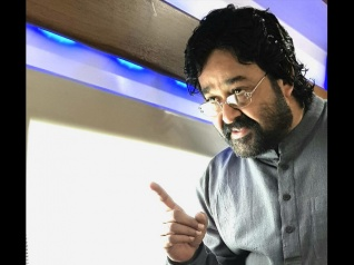 JUST OUT! Mohanlal's Look In Velipadinte Pusthakam