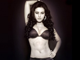 Hot & Sizzling Anusmriti Sarkar To Make Her Bollywood Debut!