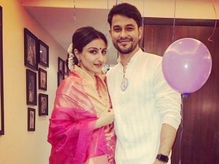 Pregnant Soha Ali Khan Trolled For Wearing A Pink Saree