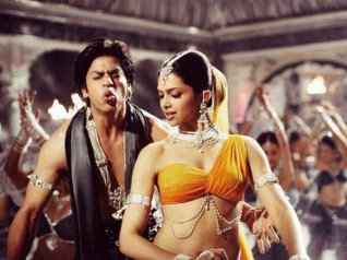 SRK To Star In Om Shanti Om 2? The Actor Hints On Twitter!
