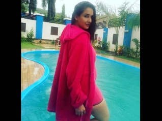 BALH's Chahat Khanna Flaunts Her Baby Bump