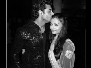 DIPPED IN LOVE! Abhishek KISSES Aishwarya Rai [Pic]