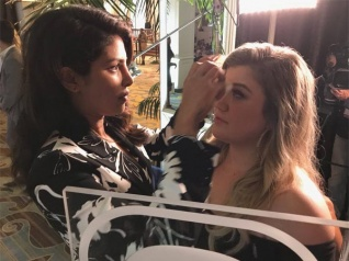 Kelly Clarkson Says 'I Love Priyanka Chopra'!