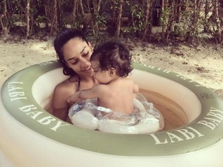 So Lovely! Lisa Haydon's Baby Pool Time With Her Son Zack!