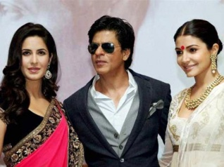 Why Is Shahrukh Avoiding Getting Clicked With Anushka & Kat