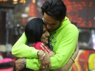BB 11: Is Vikas Responsible For His Parents' Divorce?