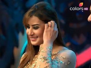 BB 11: Gauhar's Mom Prayed For Shilpa's Win!