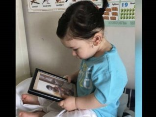 This Photo Of TaimurGazing At His Dad's Pic Is SUPER CUTE!