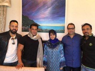 Salman Khan In Kashmir For Race 3, Meets CM Mehbooba Mufti