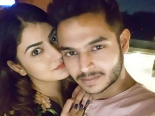Comedian Siddharth Sagar Is Back With His Girlfriend!