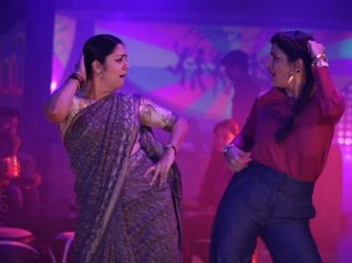 Kaatrin Mozhi Twitter Review