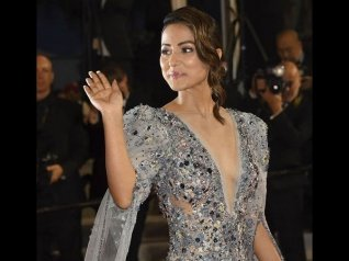 A Journalist Makes CHEAP Comment On Hina's Cannes Debut!