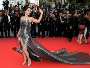 Hina Surprises Fans With Yet Another Stunning Look At Cannes