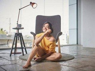 Rashmika Brutally Trolled For Posing Pant-less!