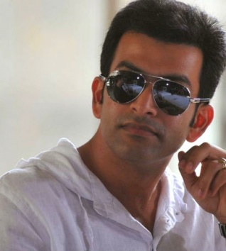 WOW! Prithviraj Wins Youth Icon Award!